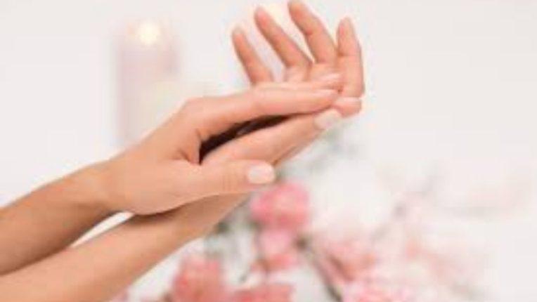 जपा हातांचे सौंदर्य; वापरा या सोप्या टिप्स
