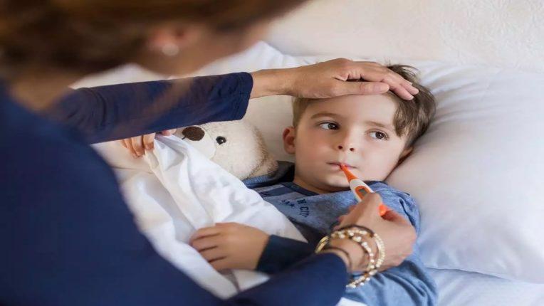 लहान मुले तापाने फणफणतायेत!; तिसऱ्या लाटेबाबत टास्क फोर्सचा तूर्तास तरी नकार