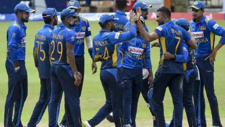 टीम इंडिया विरूद्ध श्रीलंका यांच्यात तिसऱ्या सामन्याची जुगलबंदी, ८ गडी तंबूत परतले ; श्रीलंकेची जिंकण्यासाठी धडपड
