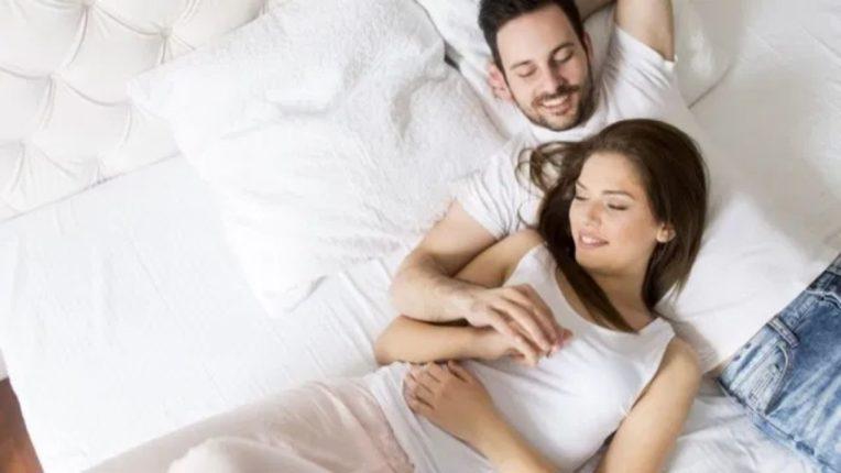 कोरोनाची लस घेतल्यावर 'सेक्स लाईफ'वर परिणाम होतो का?; जाणून घ्या तज्ज्ञ काय सांगतात