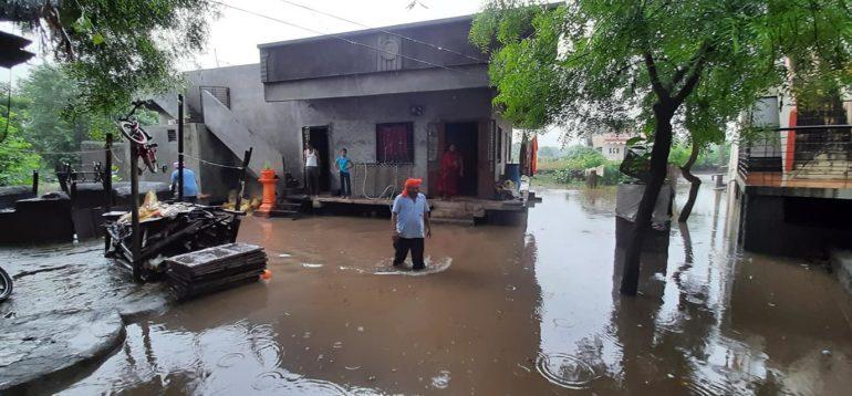 पावसाचा रौद्रावतार : चाळीसगाव जलमय, प्रशासनाने केलं एसडीआरएफच्या टीमला पाचारण