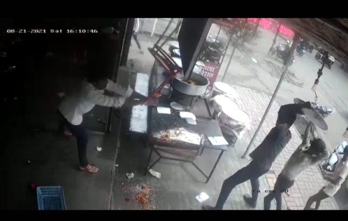 Video : धक्कादायक! पुण्यात बिर्याणीवरून हॉटेल चालकाला टोळक्याची बेदम मारहाण