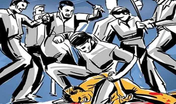 महाराष्ट्र खरच पुरोगामी आहे का? जादुटोणा केल्याच्या संशयावरुन दलित कुटुंबातील 7 जणांना भर चौकात खांबाला बांधून जबर मारहाण
