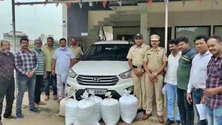 गांजा smugglerला १०० किलो गांजासह अटक; तस्करीसाठी महागड्या कारचा वापर