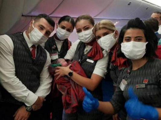 ३० हजारफूट तुर्की एअरलाइन्स विमानातच अफगाणी महिलेने दिला गोंडस मुलीला जन्म ; एअरहॉस्टेसने निभावली दाईची भूमिका