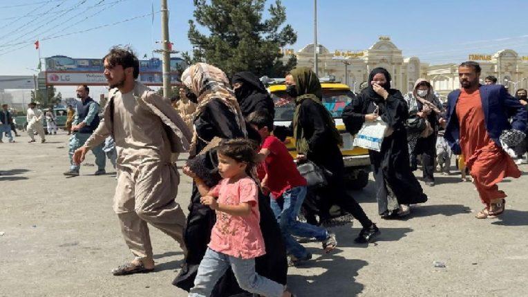 काबूल विमानतळावर तालिबान्यांकडून गोळीबार, गोळीबारामुळे झालेल्या चेंगराचेंगरीत 7 जणांचा मृत्यू