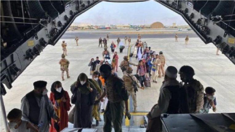 मोठी बातमी ! अफगाणिस्तानातील 150 भारतीय तालिबान्यांच्या ताब्यात, काबूल विमानतळावर नक्की काय घडलं?