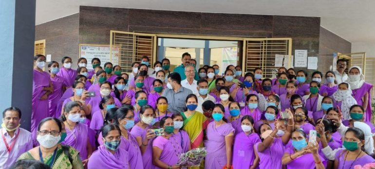 Salute to the Corona Warriors! Union Minister of State Dr. Bharti Pawar praised Asha Bhagini