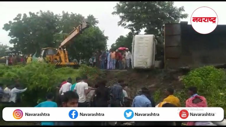Buldhana: Terrible accident on Samrudhi Highway; A truck carrying an iron spear overturned, killing 13 workers