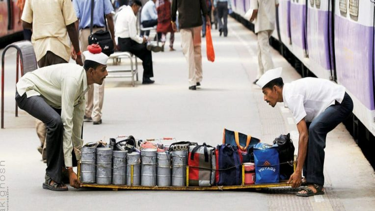 मुख्यमंत्री साहेब आम्हांला पण काम करु द्या; लोकल प्रवासासाठी मुंबई डबेवाल्यांची मुख्यमंत्र्यांना साद