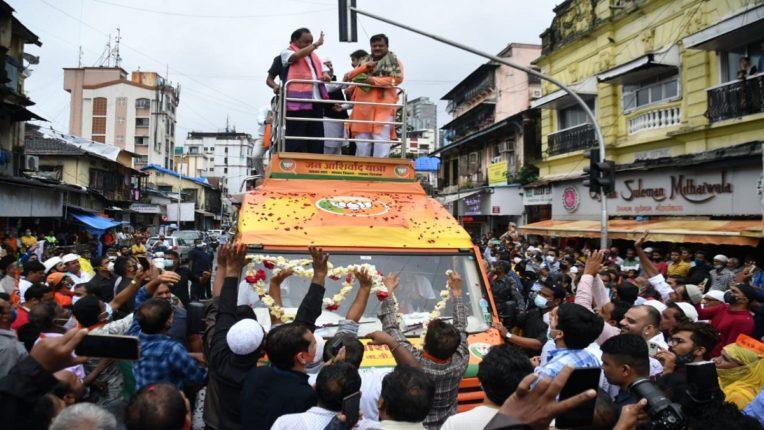 केंद्रीय मंत्री नारायण राणेंच्या जनआशीर्वाद यात्रेच्या आयोजकांवर मुंबई पोलिसांकडून १९गुन्हे दाखल