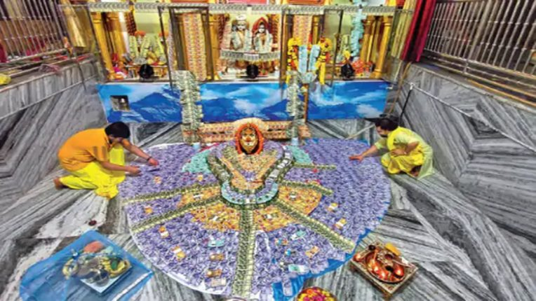 Decorate Mahadev with 15 lakh notes