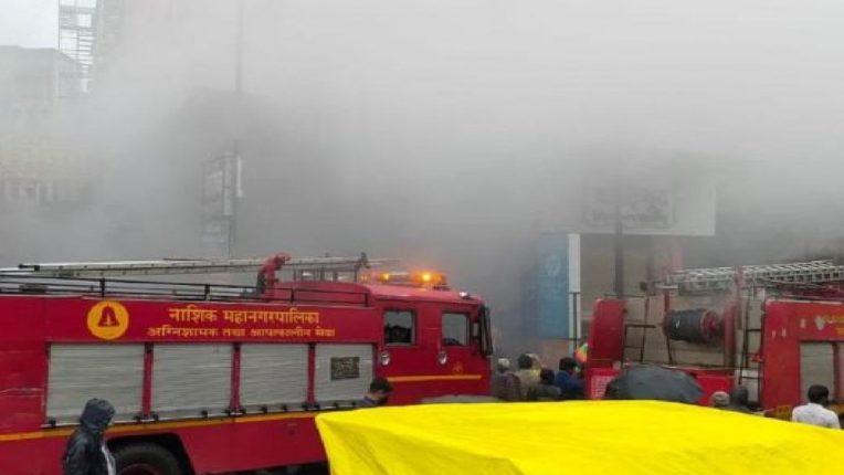 नाशिकमधील बाजारपेठेत दुकानाला भीषण आग, अग्निशमन बंब घटनास्थळी दाखल