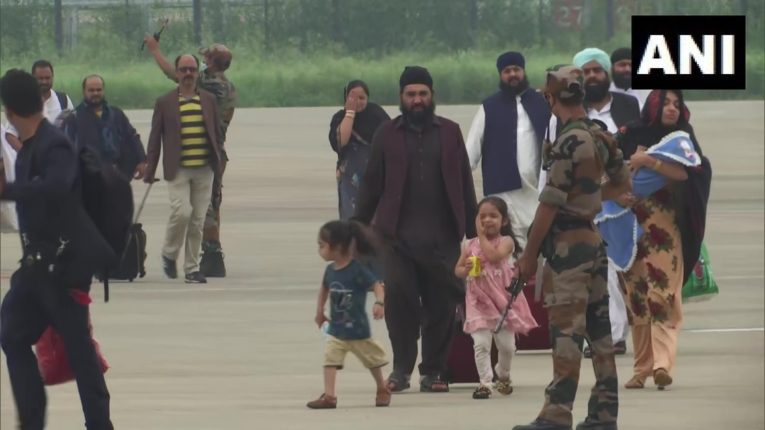 'आता सगळं संपलय' … अफगाणिस्तानवरून परतलेल्या 'त्या' शीख खासदाराला अश्रू अनावर