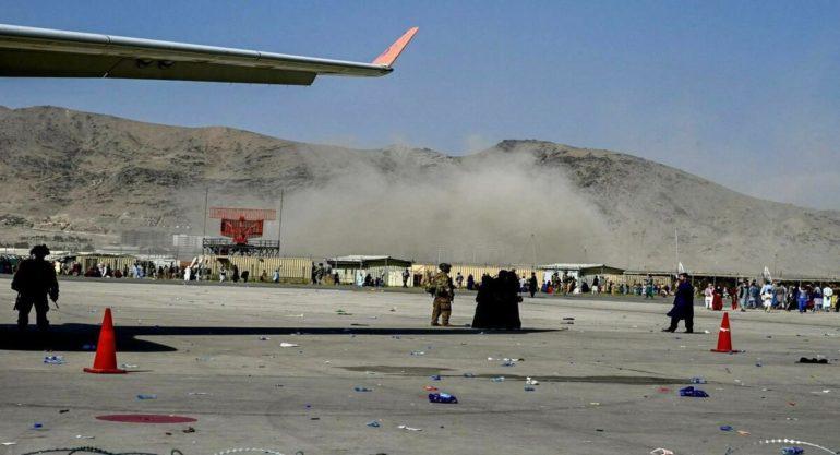 काबूल विमानतळ स्फोटात आश्चर्यकाररित्या बचावले 'इतके' भारतीय ;  जाणून  घ्या आकडेवारी