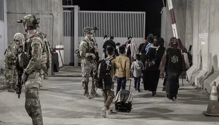 अखरे अमेरिकेचं सैन्य अफगाणिस्तानातून परतलं ; तालिबानने आनंद व्यक्त करण्यासाठी रात्रभर केला गोळीबार