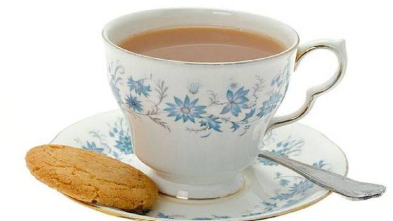 चहाप्रेमींनो… तुम्ही जर थंड झालेला चहा पुन्हा गरम करून प्याल तर मोठी घोडचूक करताय