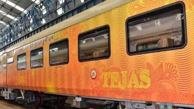 रेल्वेगाडीला उशीर झाल्याबद्दल प्रवाशांना पहिल्यांदाच नुकसान भरपाई
