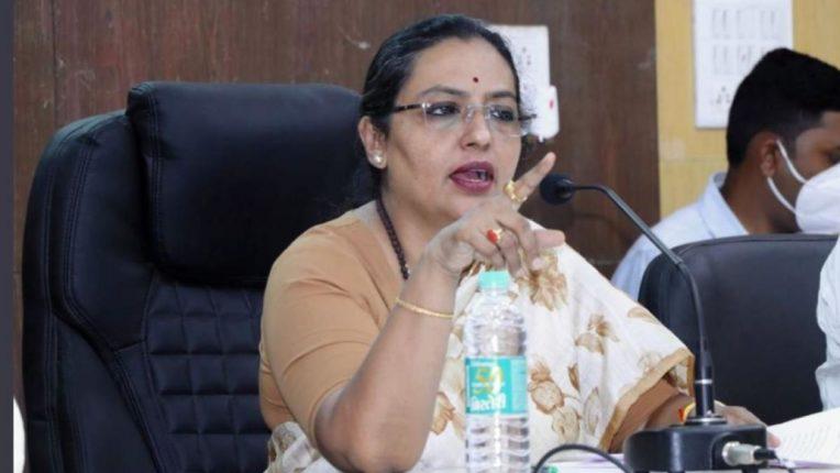 भर कार्यक्रमात महिला बालविकासमंत्री यशोमती ठाकूर यांची उपमुख्यमंत्री अजित पवारांविरोधात तक्रार