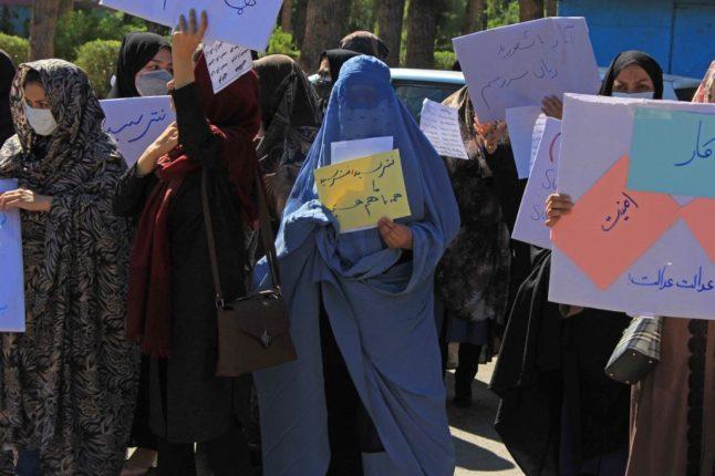 'पाकिस्तान मुर्दाबाद'… च्या घोषणा देत अफगाण महिला उतरल्या रस्त्यावर ; रात्रभर निर्देशने सुरूच