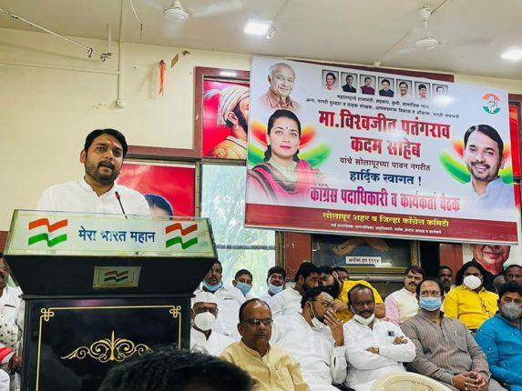 """""""संजय राऊतांच्या अंगात आलं अन् महाराष्ट्रात महाविकास आघाडी सरकार झालं"""""""