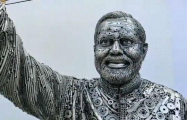 भंगार साहित्यापासून बनविला पंतप्रधान नरेंद्र मोदींचा पुतळा