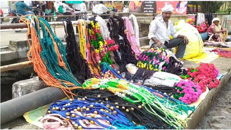 बैलपोळाचे साहित्य खरेदीसाठी ग्राहक नसल्याने व्यापारी चिंतेत; परप्रांतीय व्यापाऱ्यांची डोकेदुखी