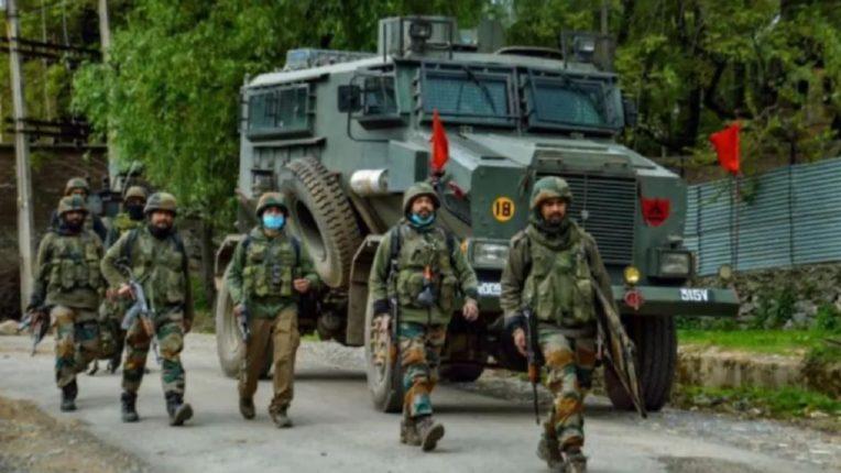 जम्मू-काश्मीरमध्ये दहशतवादी हल्ला, एक पोलीस शहीद
