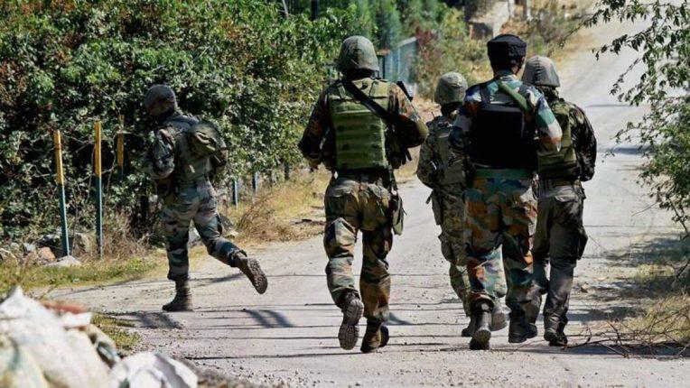 जम्मू –काश्मीरमध्ये सुरक्षारक्षक व दहशतवाद्यांमध्ये चकमक, एका दहशतवाद्याचा खात्मा