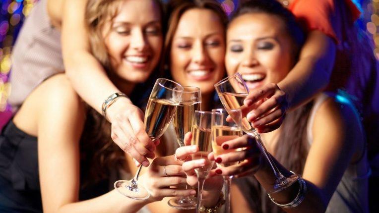 आता बिनधास्त प्या 'वाईन', तुमच्या 'या' समस्या होईल मुळापासून दूर!