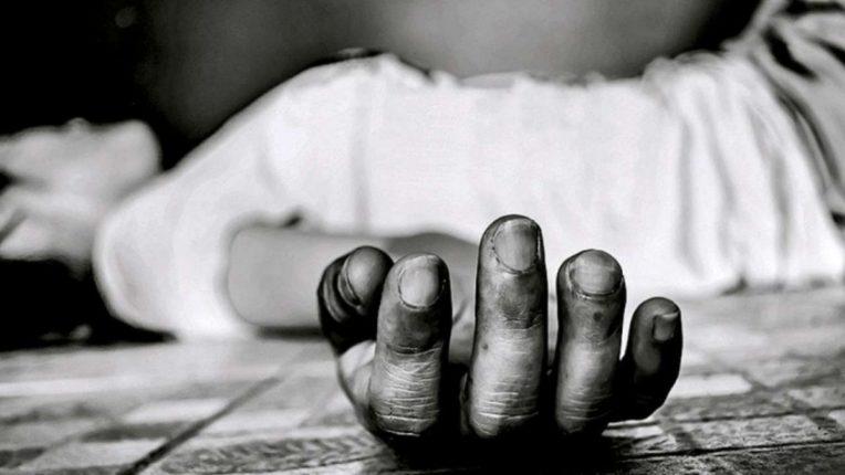 शिवसेना आमदाराचा धाक दाखवून महिलेने लुबाडले ०७ लाख; नगर परिषद कर्मचाऱ्याची आत्महत्या