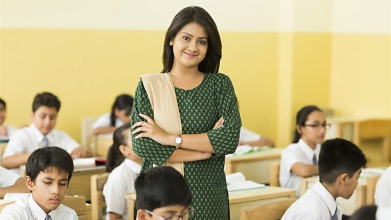 शिक्षण सेवक कालावधी धरून शिक्षकांना वरिष्ठ वेतन श्रेणी लागू