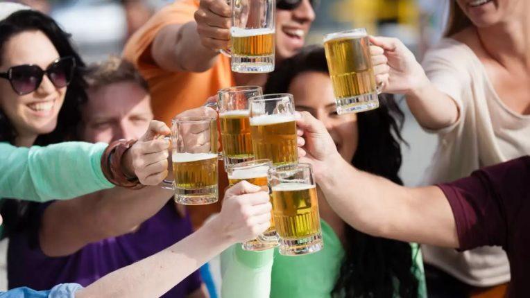 दारूच्या नशेत लोकं अचानक English बोलायला लागतात; कारण जाणून तुम्हालालाही किक बसल्याशिवाय राहणार नाही