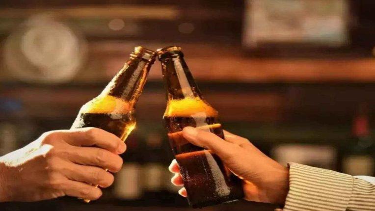 अशाप्रकारे बिअर प्यायल्याने होतात आरोग्याचे अतोनात हाल, Kidney पासून ते Heart पर्यंत होते मोठ्या प्रमाणावर नुकसान