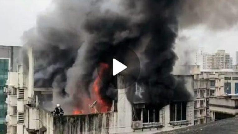 बोरीवलीतील सेव्हन्थ स्टोरे या इमारतीच्या सातव्या मजल्यावर भीषण आग…
