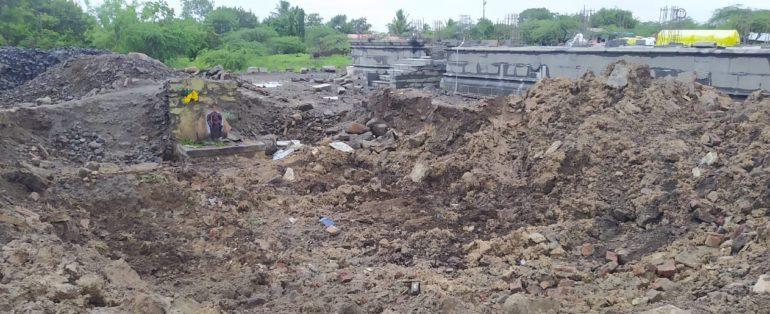 दुर्दैवी घटना! पावसामुळे आडोशाला बसलेल्या मजुरांवर मंदिराचे छत कोसळले ; १ ठार तर तीन गंभीर जखमी
