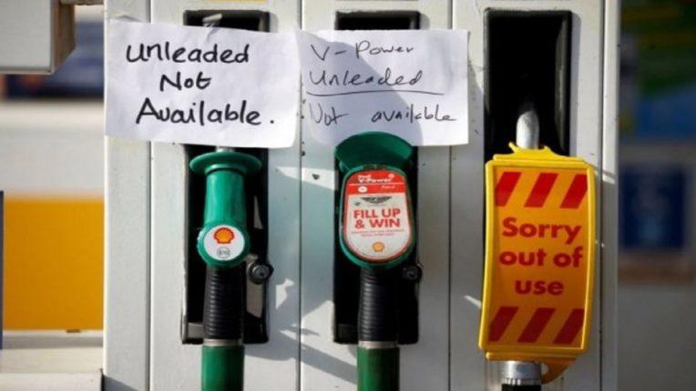 बापरे! इंग्लंडमध्ये नवं संकट, इंधनाच्या कमतरतेमुळे लोकांमध्ये हाणामारी