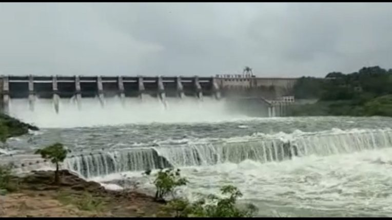 Hingoli: Ten gates of Yeldari dam opened; Warning to the villages along the entire river