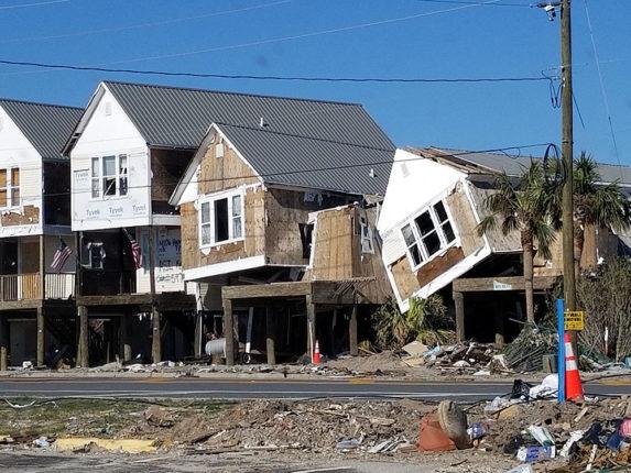 'इडा'ची पिडा : अमेरिकेला इडा चक्रीवादळाचा तडाखा ; ४५ लोकांचा मृत्यू तर शेकडो घरं पाण्याखाली