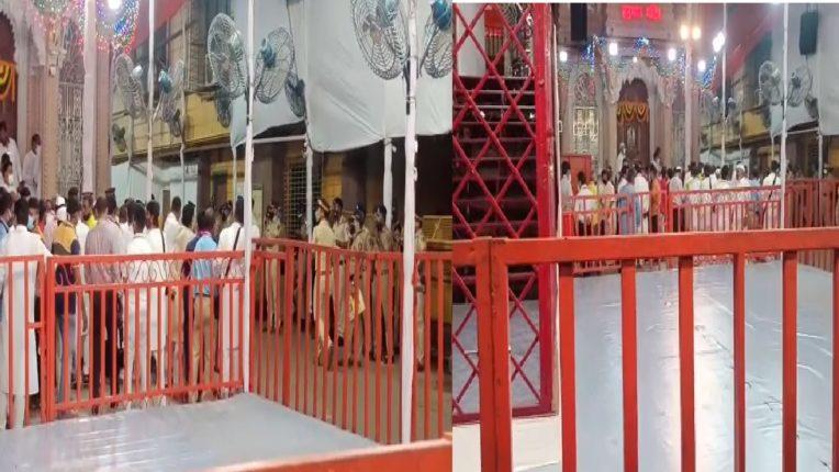 लालबागच्या राजाच्या प्राणप्रतिष्ठापणा पूजेस विलंब, मुंबई पोलिसांच्या अती सुरक्षेमुळे स्थानिक रहिवासी त्रस्त…