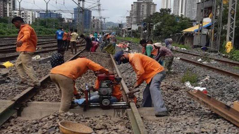 पश्चिम आणि मध्य रेल्वेच्या हार्बर लाईनवर आज Mega Block; मेन लाइनवर दिवा-ठाणे दरम्यान १० तासांचा विशेष ब्लॉक