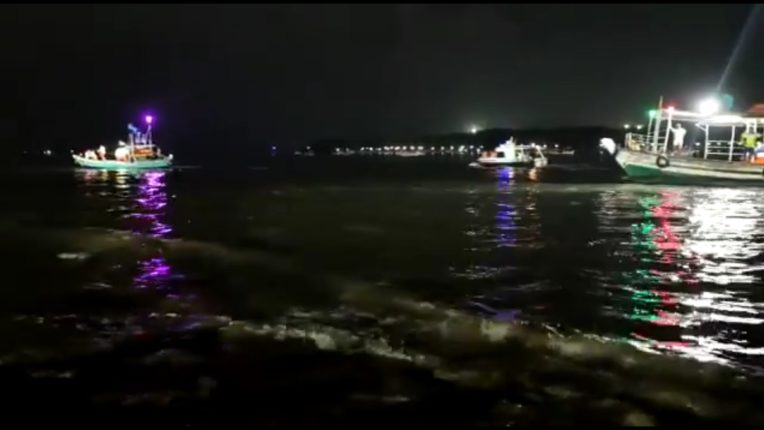 Major accident during Ganesh Discharge in Mumbai; Five people drowned on Versova beach