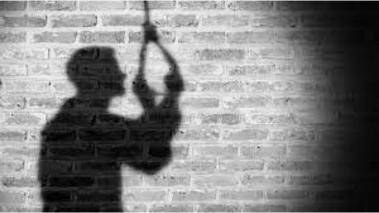 अधिकाऱ्यांच्या जाचाला कंटाळून लिपिकाची आत्महत्या; वर्ध्यातली धक्कादायक घटना