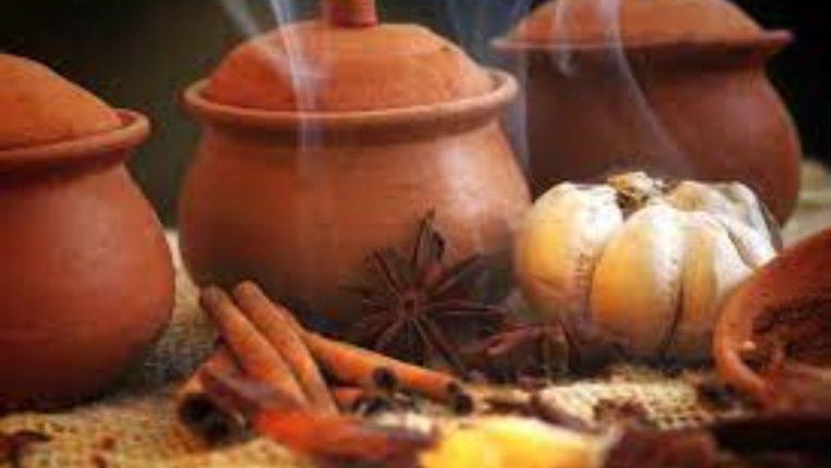 मातीच्या भांड्यात शिजवा अन्न; मिळतील अद्भुत फायदे