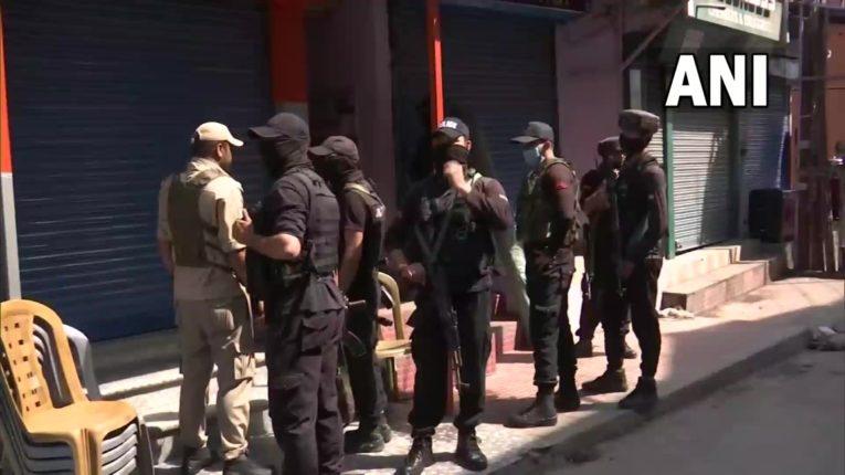 श्रीनगरमध्ये पोलिसांच्या टीमवर दहशतवादी हल्ला; एका पोलीस अधिकाऱ्याचा मृत्यू