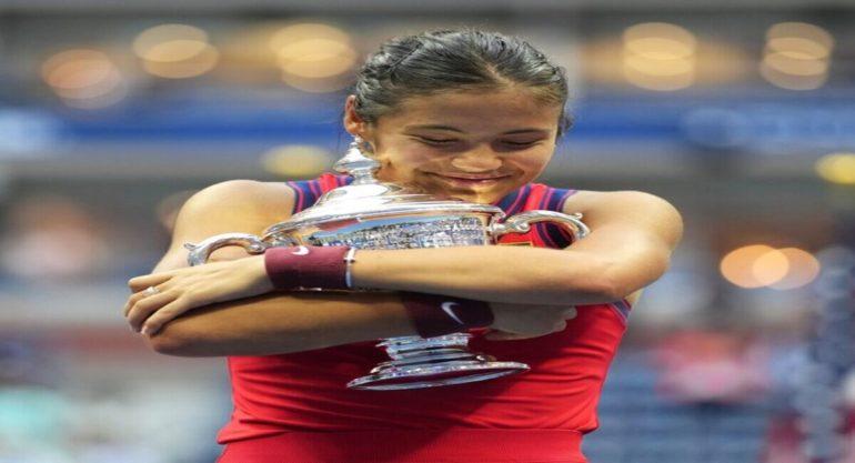 ब्रिटनची १८ वर्षीय एम्मा रडुकानूने जिंकले ' ग्रँडस्लॅम'