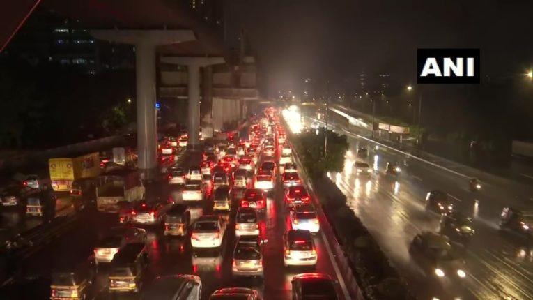 मुंबईसह राज्यात मुसळधार पाऊस; 'या' ठिकाणी दिला ऑरेंज अर्लट