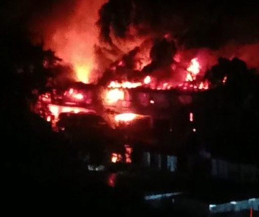 जुन्नर शहरातील दोन दुकानांना आग; अनेक वस्तू जळून खाक