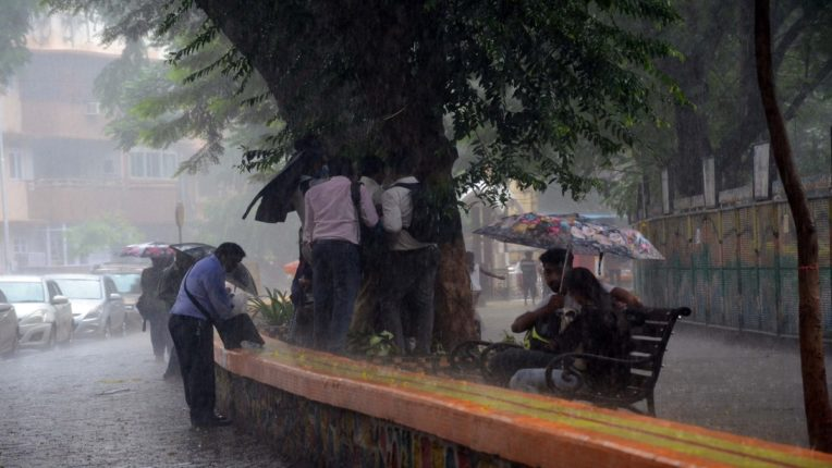 Heavy rains in Mumbai; The meteorological department issued a warning