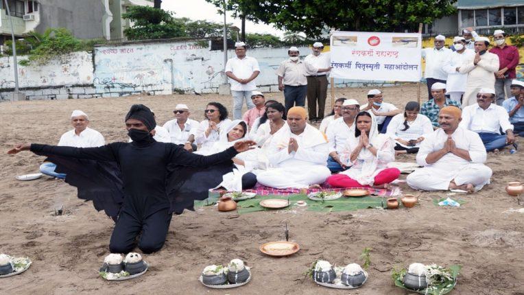 Rangkarmi चे 'प्रतिकात्मक पितृस्मृती आंदोलन'